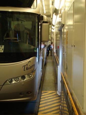 L'autocar dans le tunnel